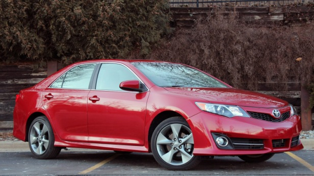01-2012-toyota-camry-se-review