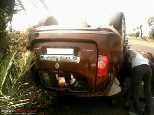 1224806d1396180108-renault-duster-accident-rollover-renaultduster_turtle-1