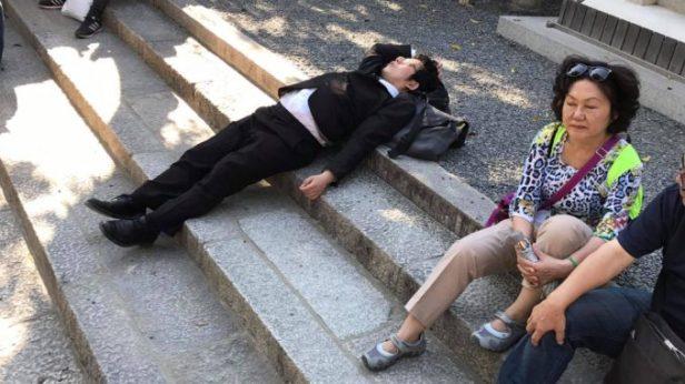 kyoto-salaryman-sleep-678x381