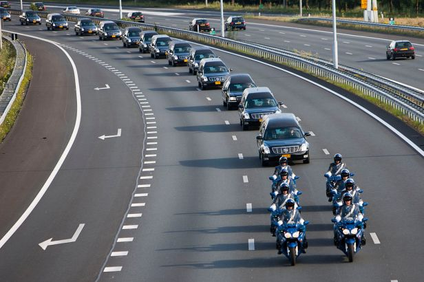 1024px-convoy_of_mh-17_victims_on_the_highway