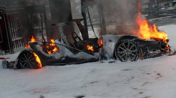 tesla-model-s-burned-in-norway