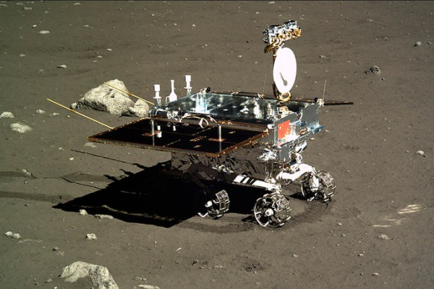 chang-e-3-rover-full-shot-pic700-700x467-72988