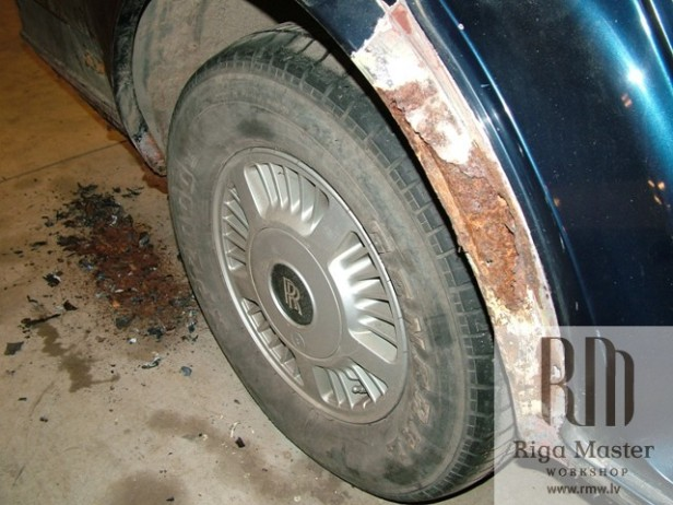 rolls-royce-silver-spirit-wheel-rusted-arcs