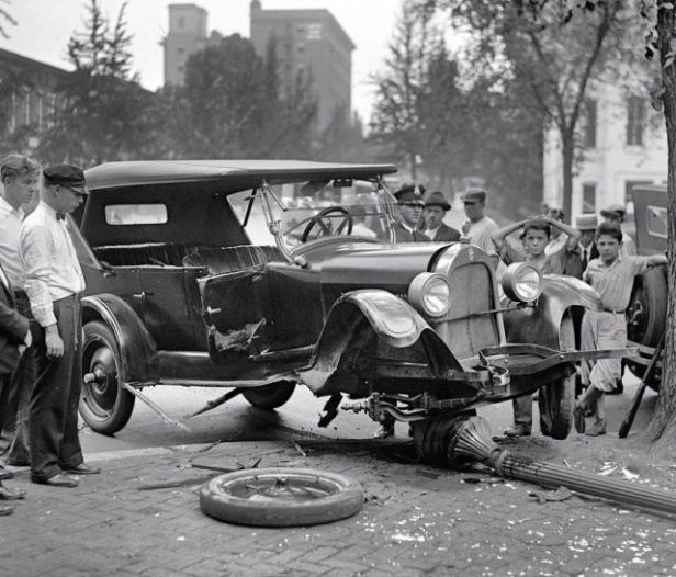 retro_vintage_car_accidents_640_05