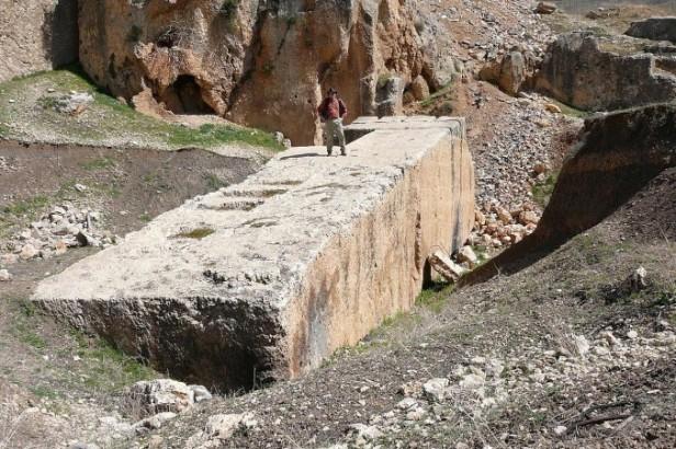 1280px-baalbek-_largest_stone-676x450-676x450
