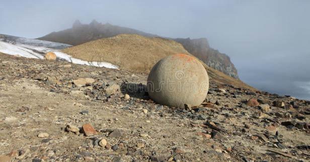 mysterious-stones-champ-island-arctic-stone-balls-franz-jozef-land-unique-phenomenon-stone-spheres-geodes-60096840