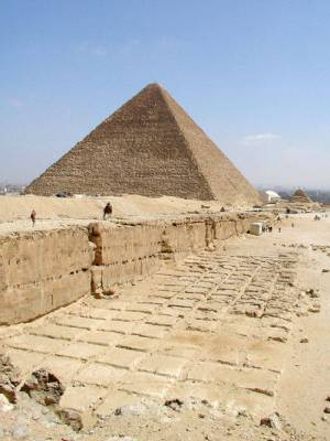 09_khafre_cutting