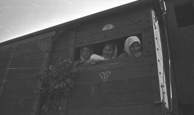 Ukraine, Zivilisten auf einem Bahnhof