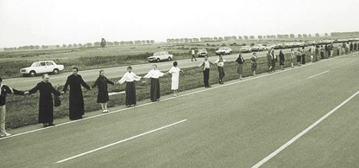 baltic-way-human-chain-august-1989