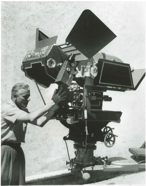 1957.-The-first-65mm-Panavision-camera-used-on-Ben-Hur.-The-assistant-is-mounting-an-Anamorphic-APO-Panatar-designed-for-Ultra-Panavisio
