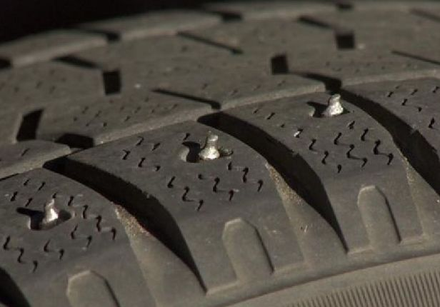 1539582251_studded-tire-11