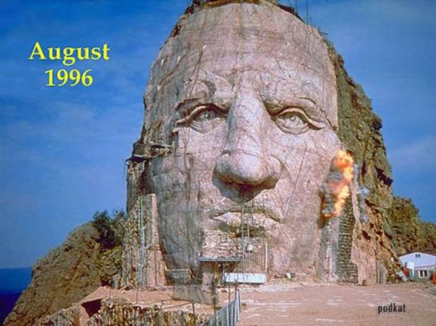 1315954566_the_largest_mountainsized_statue_in_the_world_06