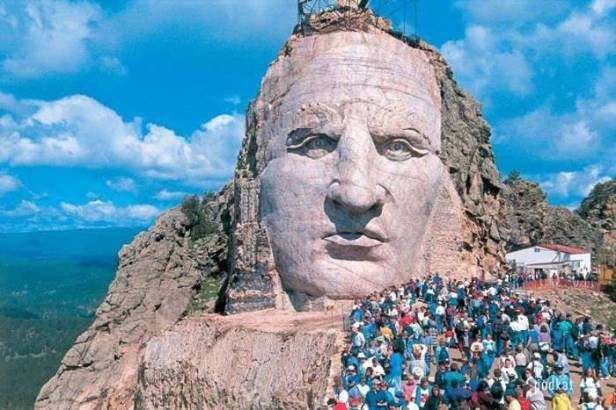 1315954590_the_largest_mountainsized_statue_in_the_world_08