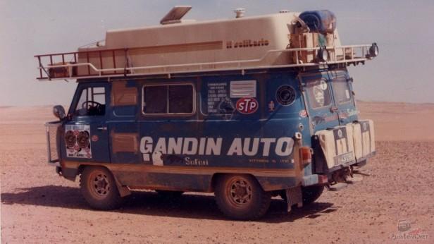 buhanka-avtodom-v-pustyne