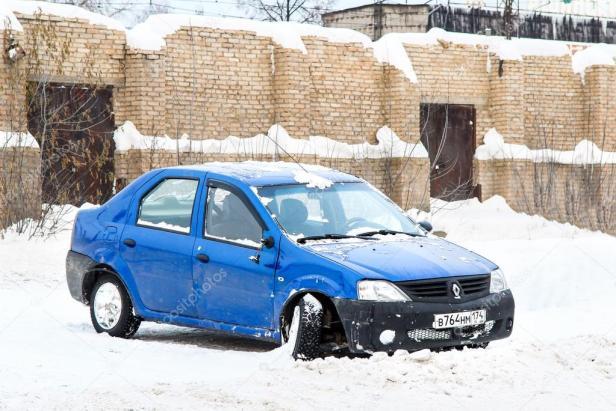depositphotos_96780044-stock-photo-car-renault-logan
